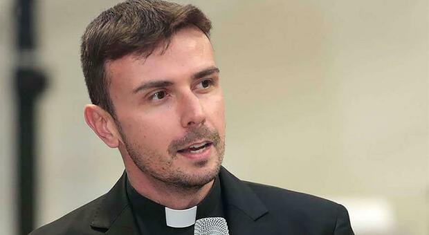Papa Francesco arruola un teologo dell'Aquila per fare da coach ai 400 giornalisti del Vaticano