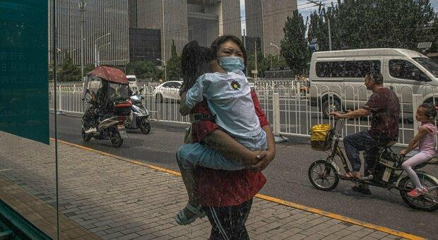 Variante Delta in Cina, i casi interno salgono a 98: Pechino rinvia l'apertura delle scuole