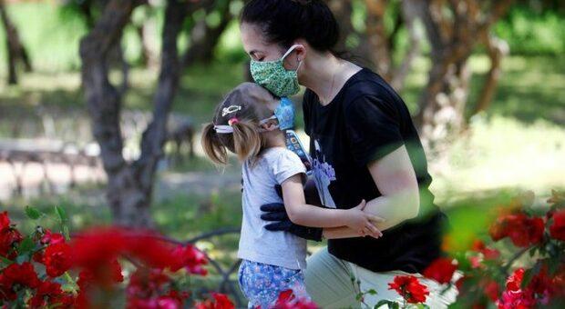«Posso baciare i miei figli?» Le paure della mamma-dottore