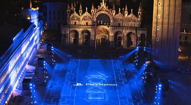 PlayStation 5, Piazza San Marco si illumina per l'uscita della nuova console Sony