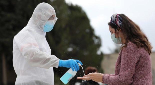 Coronavirus, 12 casi a Roma: positivi quattro familiari del poliziotto contagiato a Spinaceto. Chiuso corso alla Sapienza