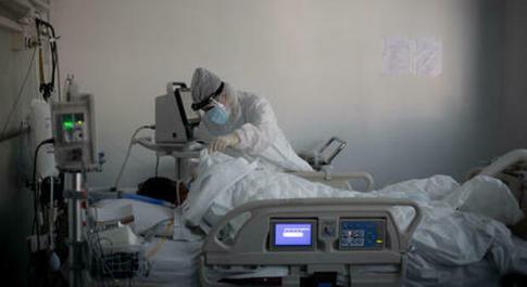 Covid in gravidanza, quattro mamme in terapia intensiva a Bari