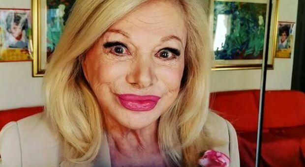 Sandra Milo a Domenica Live: «Ho 88 anni e tanti spasimanti, ma mia figlia li blocca su Instagram»
