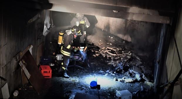 Roma, incendio a Villa Borghese: fiamme e paura nel sottopasso