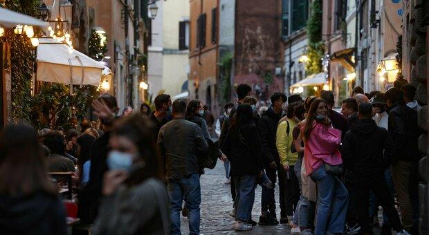 Bollettino Covid, oggi 5.057 casi e 15 morti. Tasso d'incidenza al 2,3% (+0,5%)