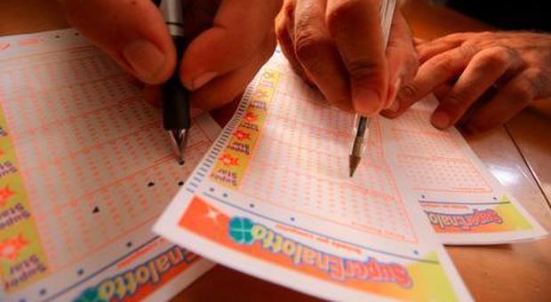 Superenalotto, nessun 6 né 5+: il jackpot da record sale a 207,5 milioni di euro