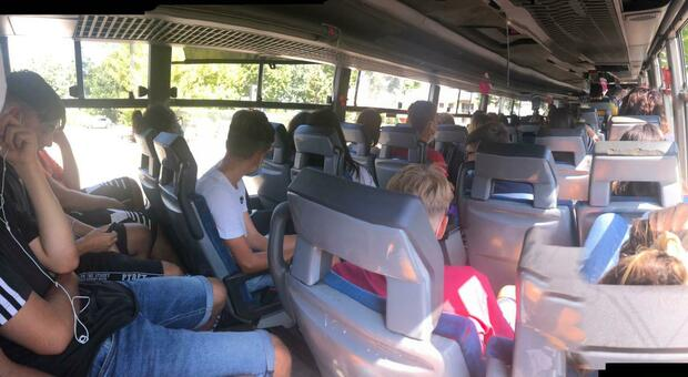Ragazzi su un bus Cotral