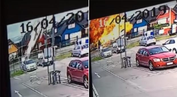 Aereo precipita su una casa ed esplode, sei morti
