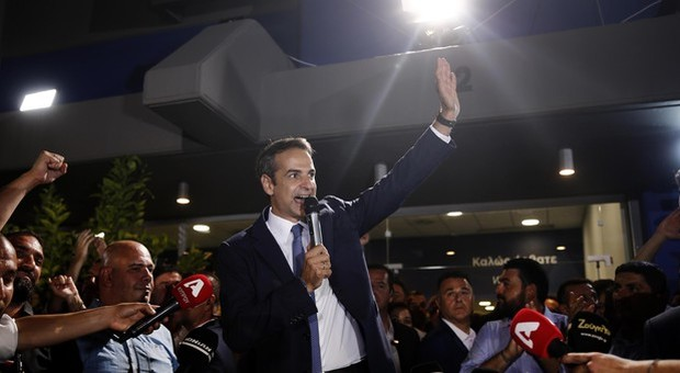 Mitsotakis festeggia, 'lavorerò duramente per tutti i greci'