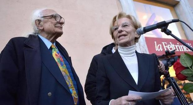Pannella espelle la bonino dai radicali in diretta tv lei for Diretta radio radicale tv