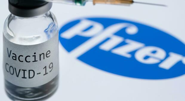 Vaccino Pfizer, le testimonianze di chi lo ha testato: «È attivo dopo 28 giorni»