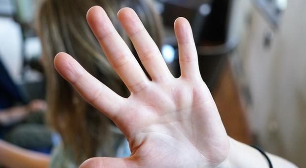 Coronavirus, la Cgil: «In caso di violenza domestica sia trasferito chi maltratta»