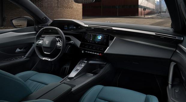 """Il """"ponte di comando"""" in un interno di Peugeot"""