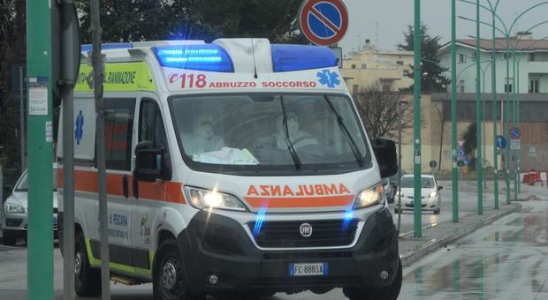 Coronavirus, accoltella la moglie in casa a Milano davanti ai figli: era positivo da un mese