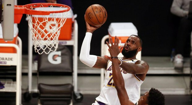 Nba, non basta LeBron James: i Lakers vanno ko anche con i Raptors. I risultati delle partite
