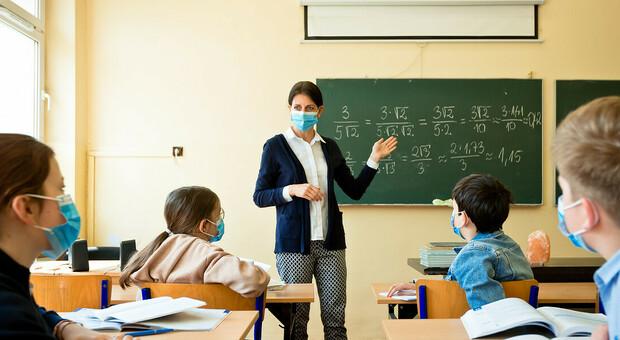Scuola, che succede se c'è un contagio in classe? Dalla quarantena al test rapido, le linee guida del ministero. Azzolina: «Il rischio zero non c'è»