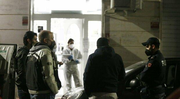 Roma, ucciso in un bar a Centocelle: arrestato il gestore. «La vittima aggredita con un mattarello»