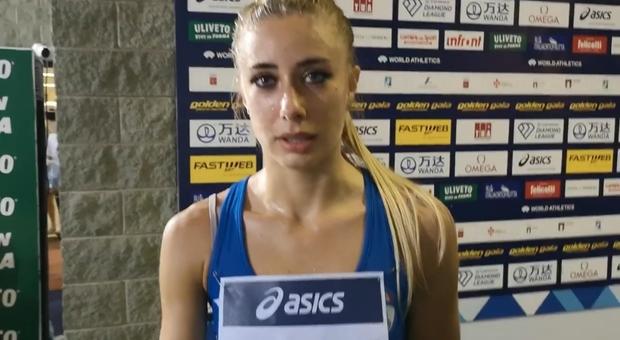 Gaia Sabbatini durante le interviste del dopo-gara