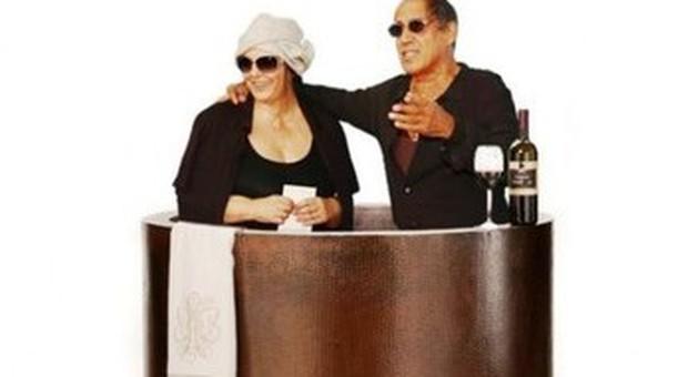 Nella Vasca Da Bagno Del Tempo Youtube.Morandi E Celentano Nella Vasca Da Bagno Campagna Social Per Erica Mou