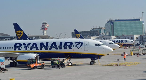 Ryanair, perde olio la turbina: paura in volo e atterraggio d'emergenza