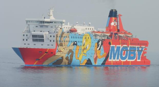 Si getta in mare dalla nave Civitavecchia-Cagliari: disperso un uomo di 56 anni