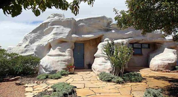 """Usa: in vendita per 565mila dollari la """"casa dei Flintstones"""""""