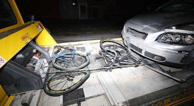 Due ciclisti investiti e uccisi nel Bresciano: automobilista ubriaco, vettura non assicurata