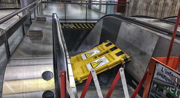 Roma, crollo alle scale mobili alla metro A Furio Camillo: la procura manda gli ispettori