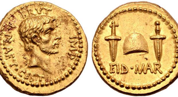 Londra, moneta ultra rara della morte di Giulio Cesare, venduta all'asta per 3,4 milioni di dollari: è record