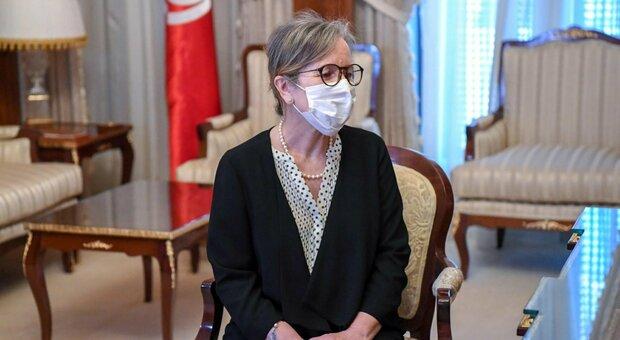 Nejla Bouden, chi è la prima donna al governo in Tunisia. Ma l'opposizione teme un'operazione di facciata
