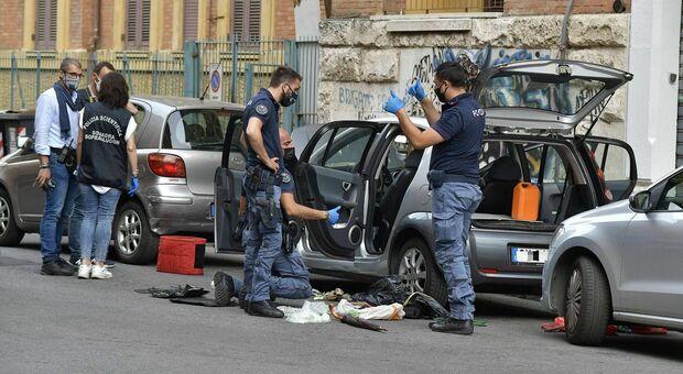 Roma, allarme bomba in Prati: ordigno artigianale sull'auto del dirigente comunale Marco Doria. «Poteva esplodere»