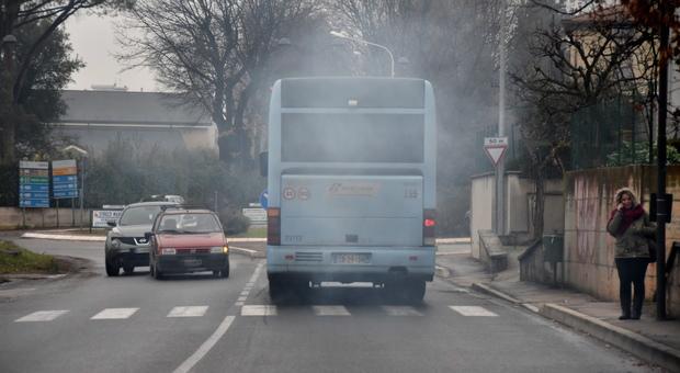 Smog, l'inquinamento accorcia la vita di 3 anni: quasi 9 milioni di morti ogni anno