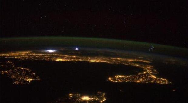 Lo spettacolare passaggio della stazione spaziale sul cielo di Roma: l'Iss come non l'avete mai vista