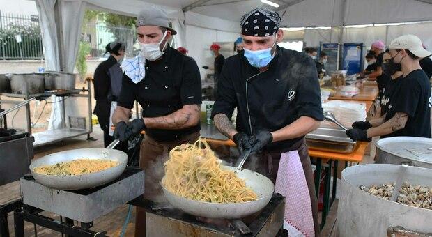 La cottura degli spaghetti con le vongole lupino