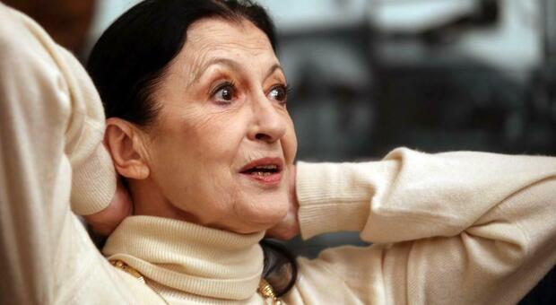 Carla Fracci, Mattarella: «Una delle più grandi ballerine del nostro tempo». Dalla Cuccarini a Costanzo, il cordoglio sui social