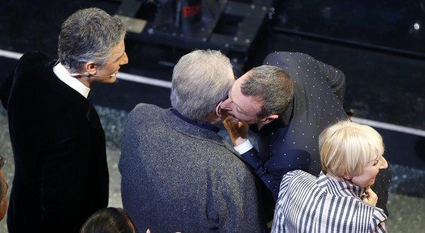 Vincenzo Mollica, standing ovation a Sanremo: «Tg1 casa mia, ora mi tolgo dai c*»