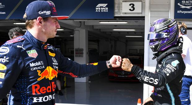 Verstappen ed Hamilton si salutano amichevolmente all'Hungaroring