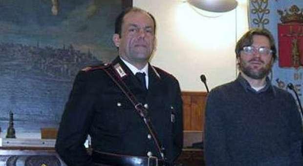 Il maresciallo Carnevali con il sindaco Bomprezzi