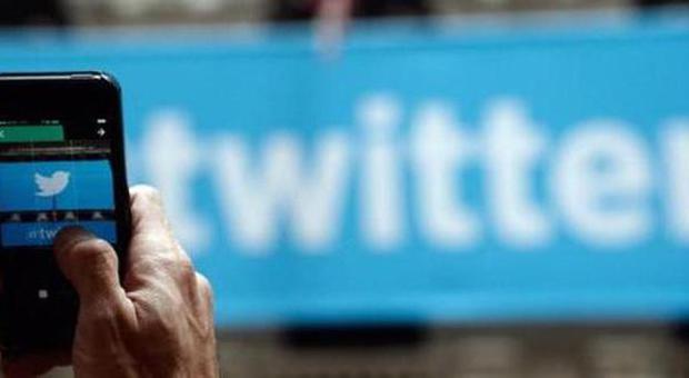 """Twitter e politica, quando gli onorevoli """"cinguettano"""": Grillo primo per follower, Gasparri twitta di più"""