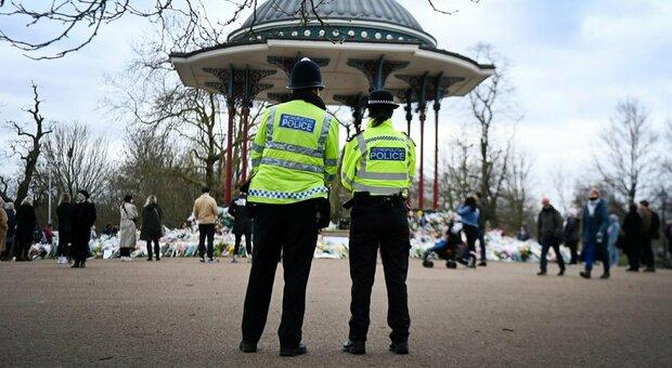 Londra, polizia nella bufera: svelati documenti su agenti e abusi sessuali