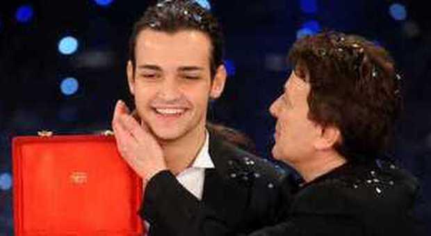 Pupo si felicita con Valerio Scanu (foto Claudio Onorati - Ansa)