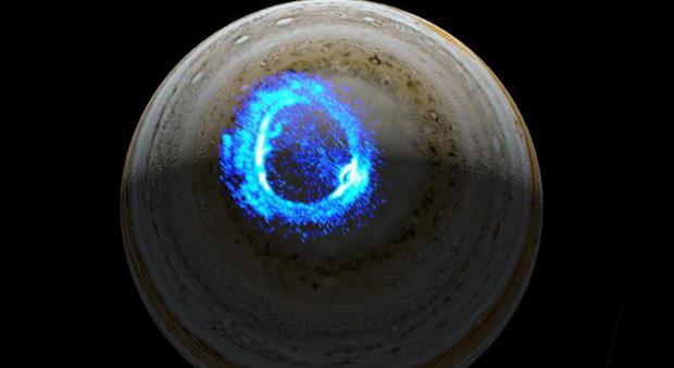 Giove, scoperti per la prima volta i segreti dei misteriosi anelli blu ai poli