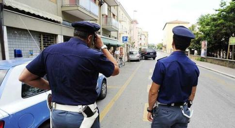 Ragazzina di 14 anni in fuga per tutta la notte: ritrovata sulla Via Verde da due poliziotti