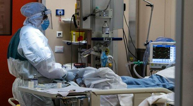 Covid, allarme anestesisti: casi non meno gravi di marzo, si alza curva epidemica