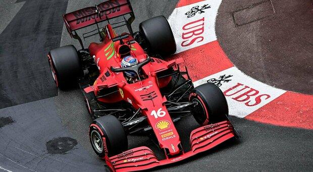Leclerc, miglior tempo e incidente: la Ferrari festeggia la pole a Montecarlo