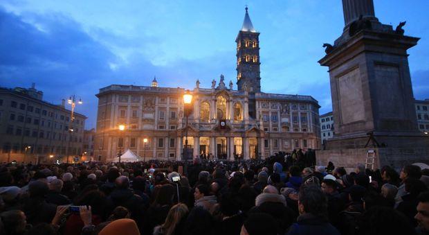 Papa Francesco apre la Porta Santa a Santa Maria Maggiore
