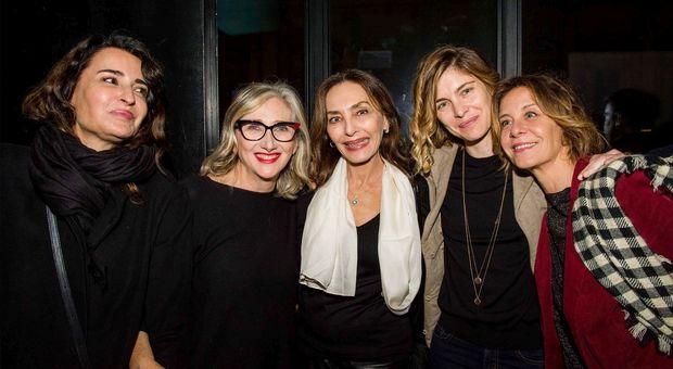 La seconda da sinistra è Lunetta Savino. Poi Maria Rosaria Omaggio, Vittoria Puccini e Carlotta Natoli