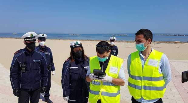 Coronavirus, i droni bloccano le passeggiate in spiaggia