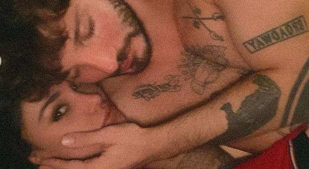 Belen Rodriguez a letto con Stefano De Martino, gli auguri supersexy: «Mi piaci assai...»