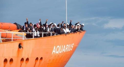 Aquarius, la Francia dice no: porto di Marsiglia chiuso per i 58 migranti